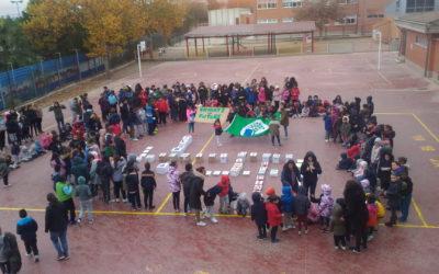 5.500 estudiantes del municipio hacen un llamado a la necesidad del cambio climático construyendo 'scrabbles de la sostenibilidad'.